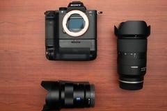 Caméra Sony Alpha a7rII Mirrorless, Tamron 28-75, Zeiss images libres de droits