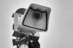 Caméra vidéo pour la surveillance des passants et des visiteurs et pour garder la propriété, noir et blanc photographie stock libre de droits