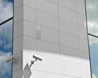 Caméras de sécurité sur la construction Photographie stock libre de droits