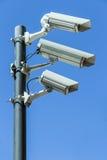 Caméras de sécurité sur le poteau Images libres de droits
