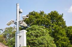 Caméras de sécurité de télévision en circuit fermé de surveillance extérieures photo stock