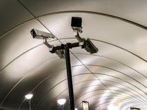 Caméras vidéo de télévision en circuit fermé, escalator de métro images libres de droits