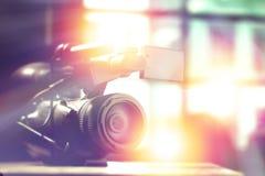 Caméscope professionnel dans le studio image stock