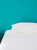 Cama branca Imagem de Stock
