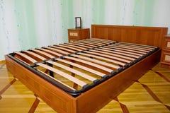 Cama con los listones de madera para el marco de la cama Imagen de archivo libre de regalías
