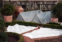 Cama cubierta del jardín Foto de archivo libre de regalías