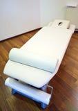 Cama da massagem fotografia de stock