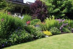 Cama de flor do jardim Fotos de Stock Royalty Free