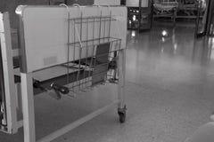 Cama de hospital en hospital Fotos de archivo