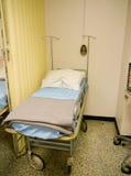 Cama de hospital militar do estilo dos anos 50 Fotografia de Stock Royalty Free