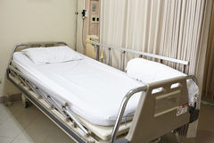 Cama de hospital vazia Fotografia de Stock Royalty Free