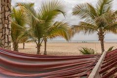 Cama de la playa con la opinión del mar Imagenes de archivo