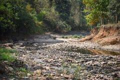 Cama de río pedregosa seca Imágenes de archivo libres de regalías
