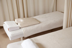 Cama del masaje Fotografía de archivo