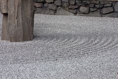 Cama do cascalho no jardim do zen Fotografia de Stock