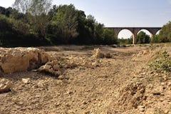 A cama do rio Gardon completamente seco Fotos de Stock