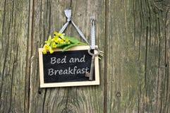 Cama - e - café da manhã Fotos de Stock Royalty Free
