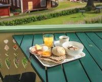 Cama - e - café da manhã no campo foto de stock