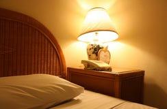 Cama e iluminação Imagens de Stock Royalty Free