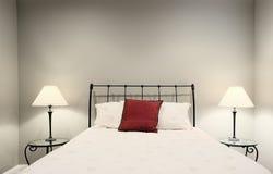 Cama e lâmpadas Imagem de Stock