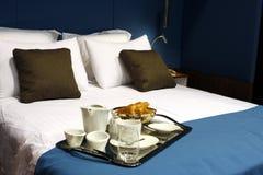 Cama - e - pequeno almoço Imagens de Stock Royalty Free
