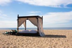 Cama luxuosa da praia Fotos de Stock Royalty Free