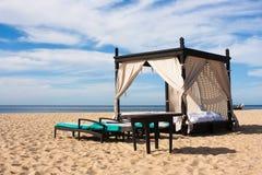 Cama luxuosa da praia Imagens de Stock