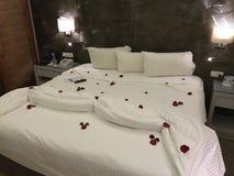 Cama romântica foto de stock royalty free