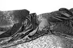 Cama sofisticada com linhos pretos Imagens de Stock