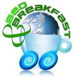 Cama y globo y taza del desayuno Foto de archivo libre de regalías