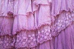 Camadas cor-de-rosa de fundo franzido da gaze e do laço imagens de stock royalty free