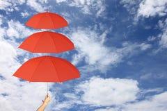 Camadas do guarda-chuva vermelho terceiras à disposição e proteção de Sun mais do que Fotografia de Stock Royalty Free