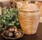 Camafeo de ornamentos en la mesa de centro Fotografía de archivo