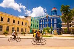 CAMAGUEY, KUBA - 4. SEPTEMBER 2015: Straßenansicht des UNESCO-Erbstadtzentrums stockfotografie