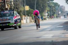 Camaiore, Italia - 11 de marzo de 2015: Ciclista profesional Foto de archivo libre de regalías