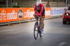 Camaiore, Italia - 11 de marzo de 2015: Ciclista profesional Imágenes de archivo libres de regalías