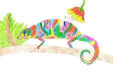Camaleonte multicolore che scala sul ramo di albero Drawi del bambino del pastello Fotografia Stock Libera da Diritti