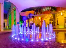 Camana zatoka, Iluminująca fontanna obraz stock