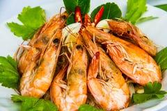 Camarão com o macarronete do feijão no prato tailandês foto de stock