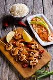 Camarão cozinhado em Skewers imagens de stock