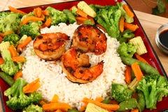 Camarão de Teriyaki do gengibre com arroz e Veggies Fotos de Stock Royalty Free