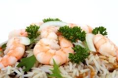 Camarão do camarão do tigre do rei em uma cama do arroz selvagem fotos de stock
