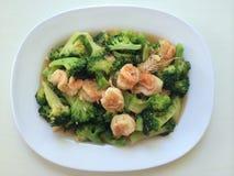 camarão dos brócolis no prato Imagem de Stock
