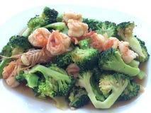 camarão dos brócolis no prato Fotografia de Stock