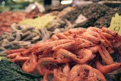 Camarão fresco no mercado de Boqueria Fotos de Stock