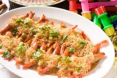 Camarão fritado chinês do alho fotos de stock