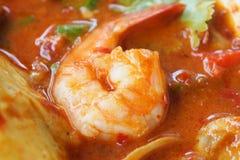 Camarão na sopa picante tailandesa Fotos de Stock