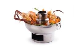 Camarão na sopa picante, sopa tailandesa picante do marisco do goong de Tom yum Iso imagens de stock