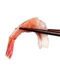 Camarão nos chopsticks foto de stock royalty free