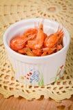 Camarão pequeno em um aperitivo da bacia Imagem de Stock Royalty Free